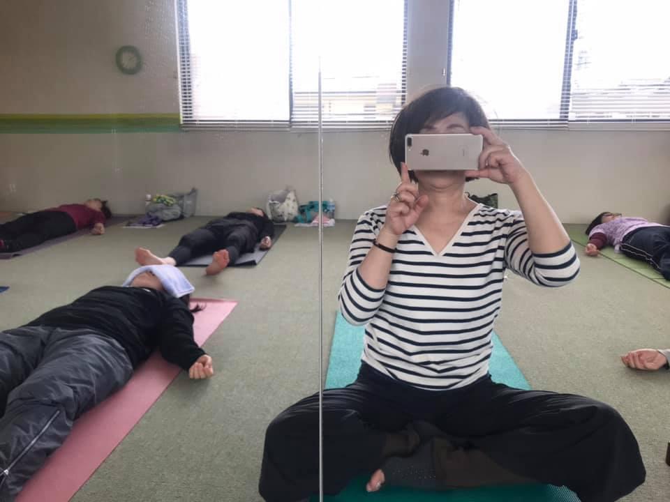 hug me yoga シャバアサナ