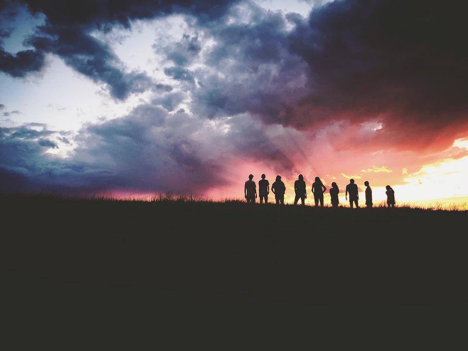 pix夕空10人くらいの人影